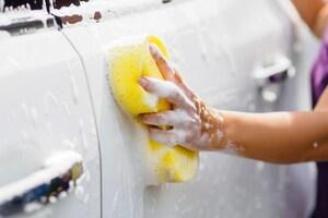 愛車ケアの落とし穴、洗車キズができちゃう2大理由。1つはスポンジ掛け、さらに深刻な2つ目とは?