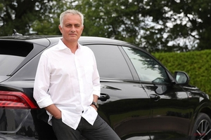 【Audiの顔に】モウリーニョ監督、アウディのアンバサダーに 大型SUV「Q8」にニッコリ