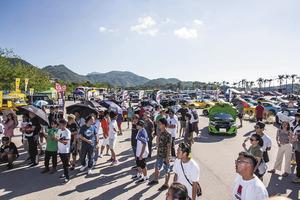 日本のガラパゴス車がなぜ海外で? ABCトリオにエブリイまで揃う「香港」の「軽自動車」ミーティングの衝撃
