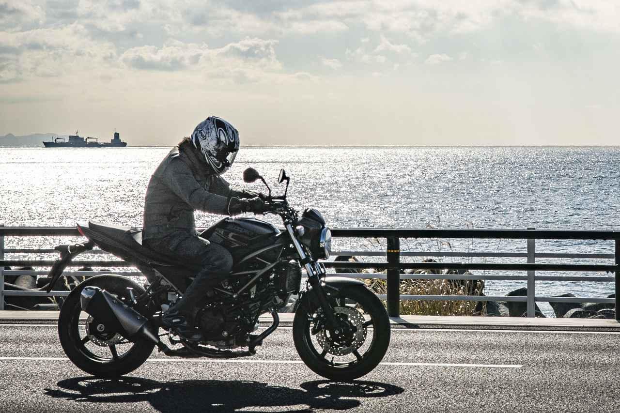 『SV650』の燃費や足つき性は? おすすめポイントや人気の装備、価格やスペックを解説します【スズキのバイク!の新車図鑑▶大型バイク編/SUZUKI SV650(2021)】