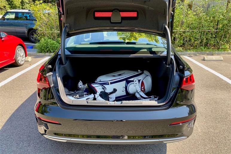 アウディA3試乗 新型ゴルフと悩んだらどちらを買うべきか?