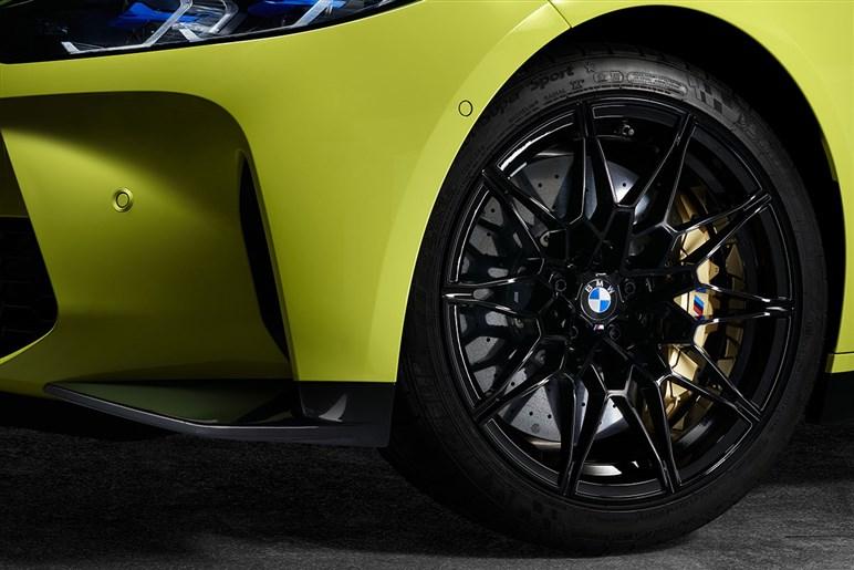 新型BMW M3・M4公開。新グリルのネオクラシックな顔や斬新なインテリアに注目&予想価格も