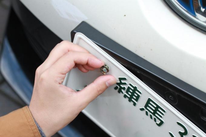 コロナで「他県ナンバー狩り」が横行! 新車ディーラーが「ナンバープレートロックボルト」を勧める事態に
