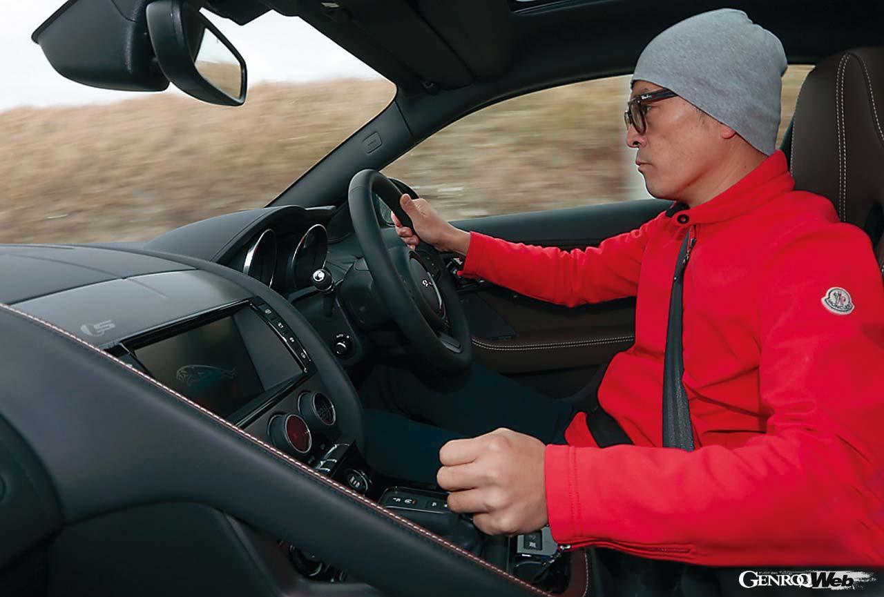 悩ましきジャガー Fタイプのトランスミッション選択。速さをとるか旨味をとるか? 【Playback GENROQ 2016】