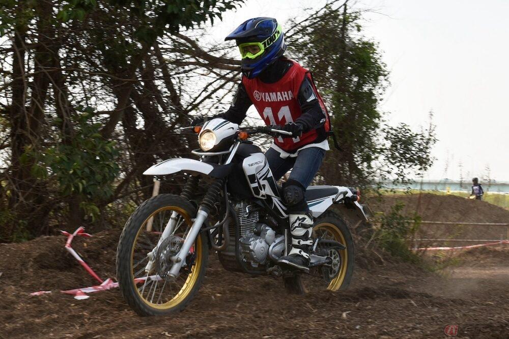 『小野木里奈の○○○○○日和』は、カーボン素材のオフロードヘルメットで疲れナシ!
