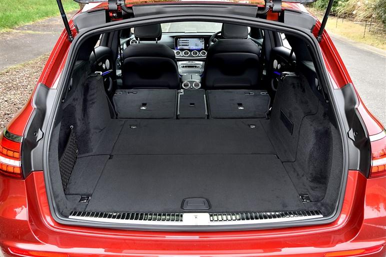 マイナーチェンジしたメルセデスEクラスに試乗。内外装変更やARナビ、1.5Lと2.0Lの走りは?