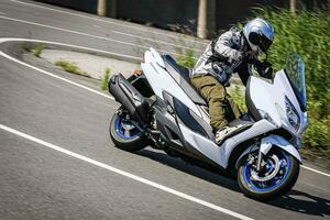 《街乗り編》ライバル不在! 400ccバイクで唯一の『ビッグスクーター』は守備範囲広すぎのマルチ・ツーリング・スクーターでした!【個人的スズキ最強説/SUZUKI BURGMAN400 試乗インプレその(2) 】