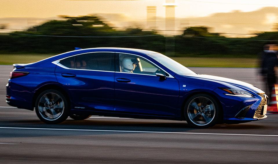 禁断の超高速燃費テストで意外な実力が続々判明 人気車たちの120km/hでの燃費は??