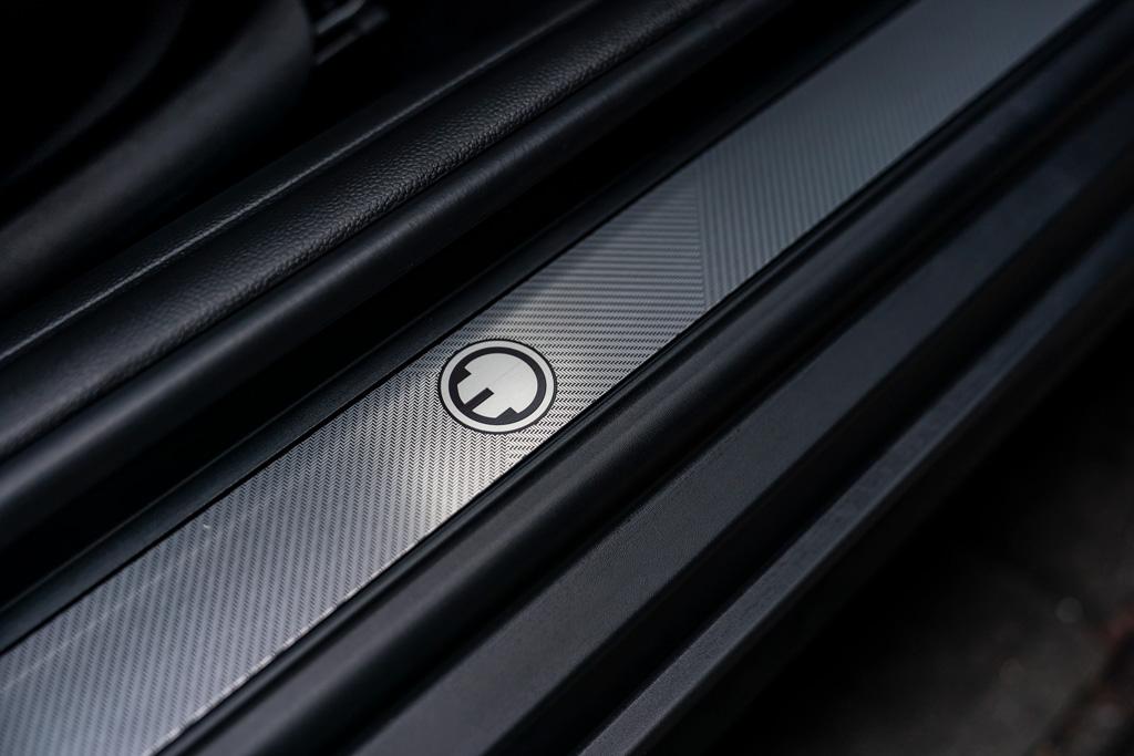 MINIのピュアEV「クーパーS E」に魅力的な専用パッケージが登場!