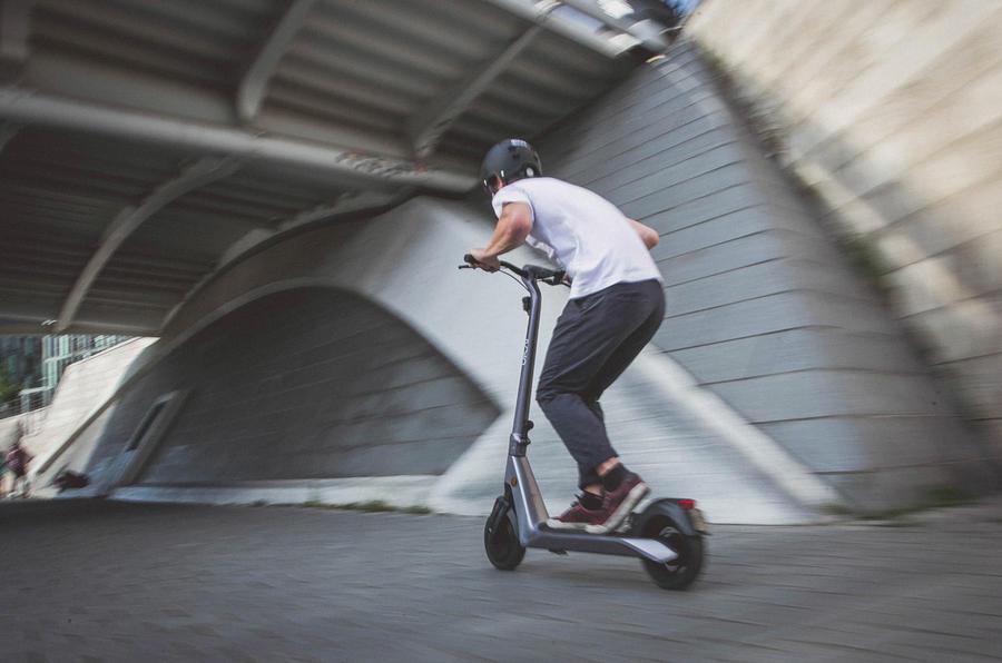 【未来の都市型モビリティ】電動キックボード 安くて便利、渋滞解消にも貢献 市場は白熱