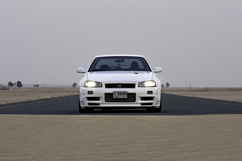 ドバイの「GT-R」マニアがR34を左ハンドル化! 情熱が凄すぎる