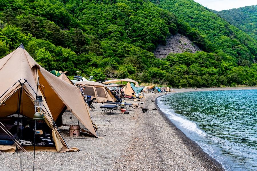 海水浴も楽しめるけど実は危険がいっぱい?「海キャンプ」のメリット&デメリットとは
