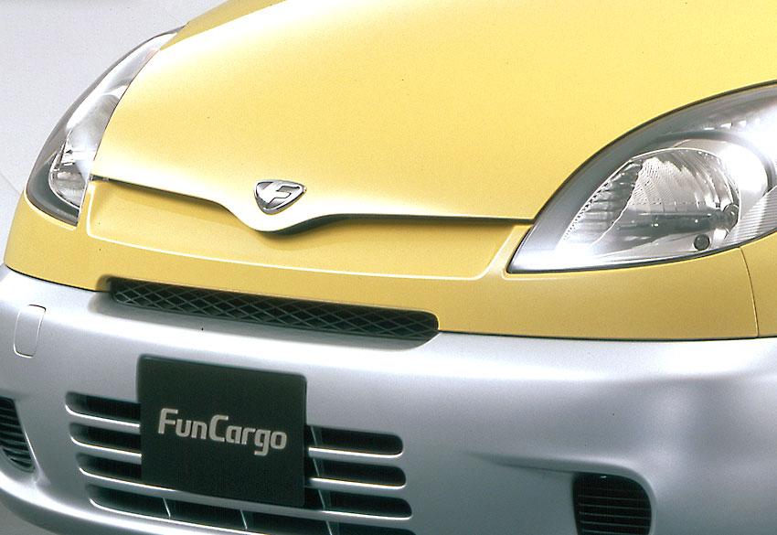 """楽しく使える小型実用車!!トヨタ ファンカーゴに2代目が存在しない""""なぜ""""【偉大な生産終了車】"""