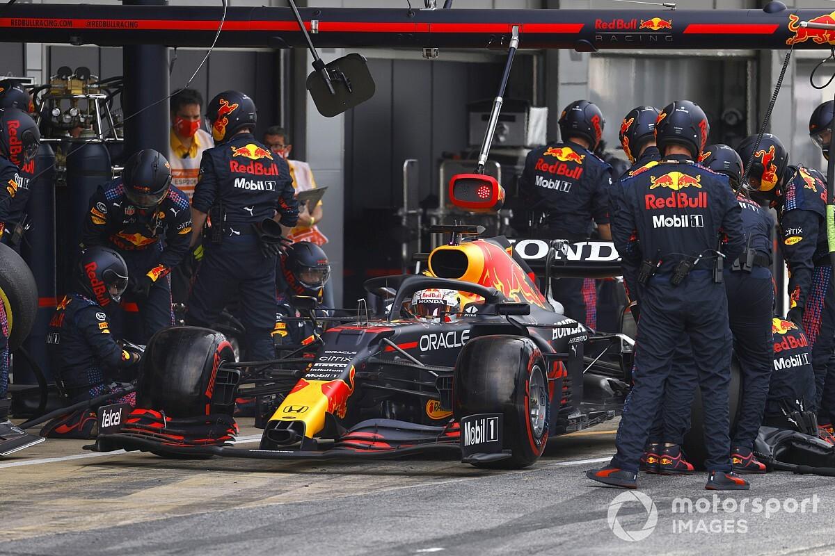 レッドブル、珍しくピット作業遅れ発生。その原因はフェルスタッペンの勘違い? F1スペインGP
