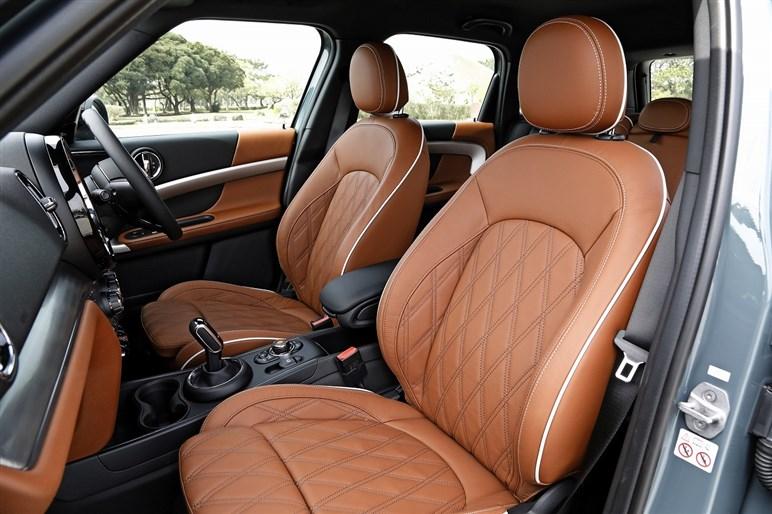 ミニ クロスオーバーは走りの質感の高さが印象的。後席の乗り心地は要チェック