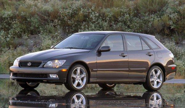 日本のレクサス車を代表していたはずが… 生産終了「GS」の功績と過失