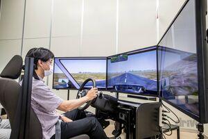 【最新版に試乗!イヤらしくもが現実的な場面が次々と】ホンダがドライビングシミュレーターを開発する理由 その3 
