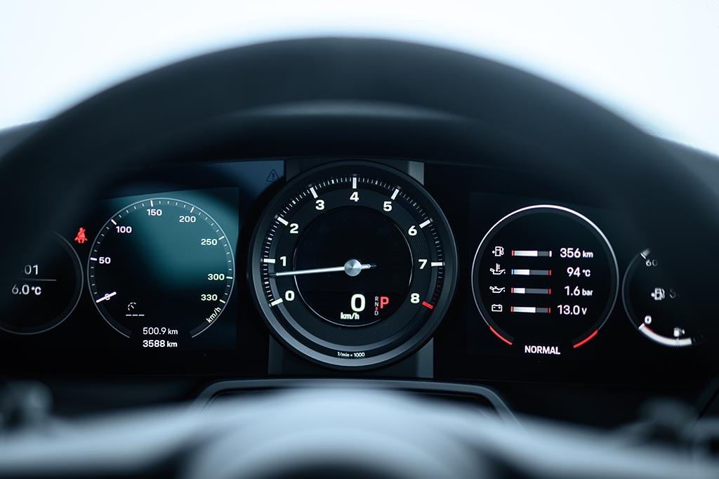 【比較試乗】「日産GT-R vs ポルシェ911カレラ vs アストンマーティン・ヴァンテージ」いつの時代もライバルは輸入車! 世界で戦い続ける日本式スポーツカー