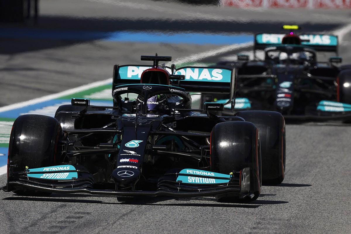 メルセデスのハミルトン&ボッタス「ミディアムタイヤでのスタートにメリットなし」予選Q2の戦略を説明