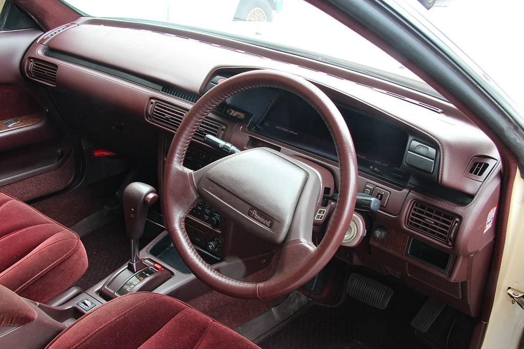 「トヨタ初の量産V6エンジンを搭載!」日産とは異なるアプローチで打ち出されたカムリV6プロミネント【ManiaxCars】