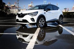 【SUV市場を変えるか?】ルノー・キャプチャー新型の戦略とは 差をつける1台 グレード/内装/走りを検証
