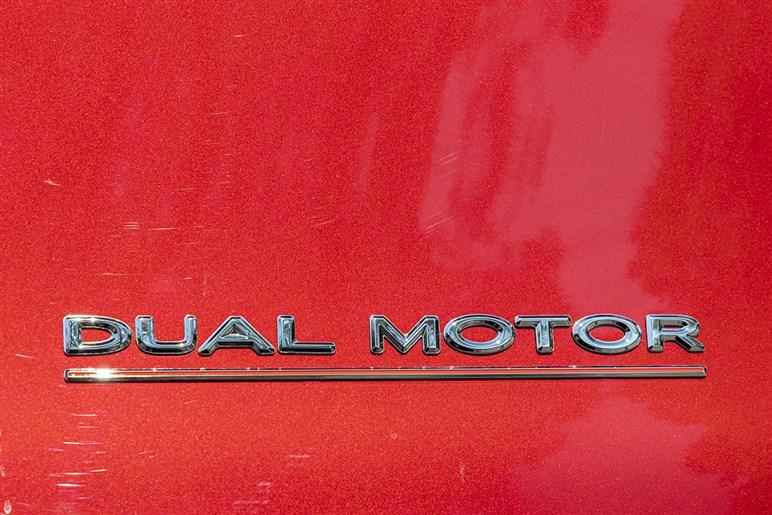 日本未導入のテスラ・モデルYに試乗。内外装はあと一歩だがドイツでも注目度は高い
