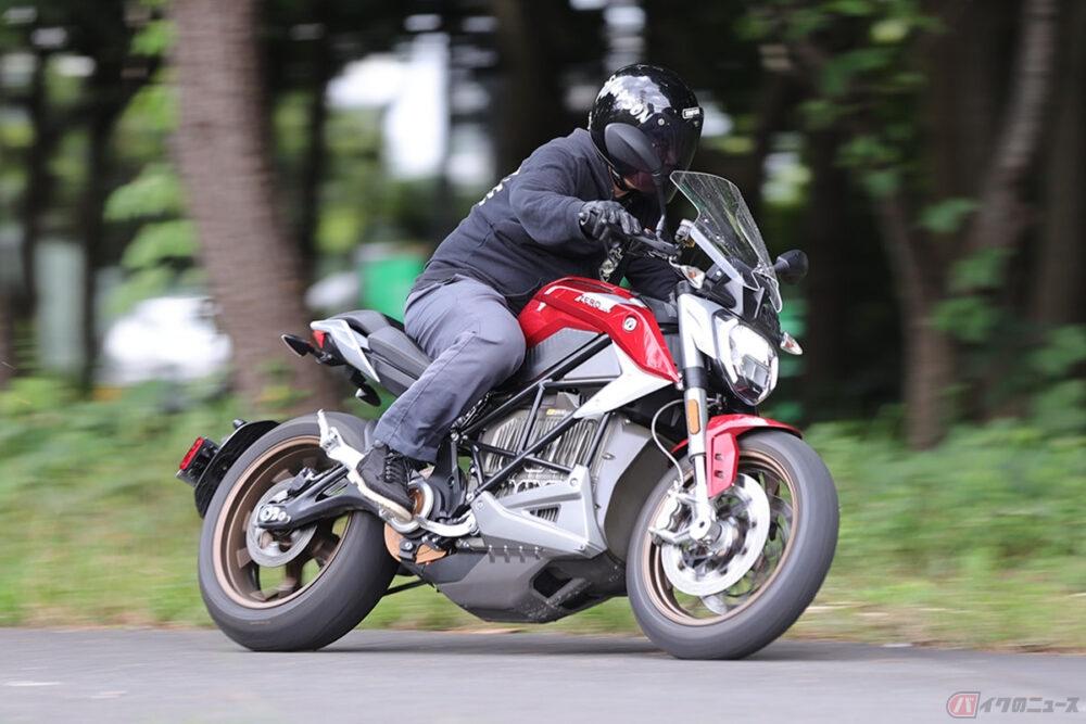 2ストレプリカ好きならハマる!? 「バイク界のテスラ」ゼロモーターサイクルズ大型電動ネイキッド「SR/F」を公道で乗ってみた