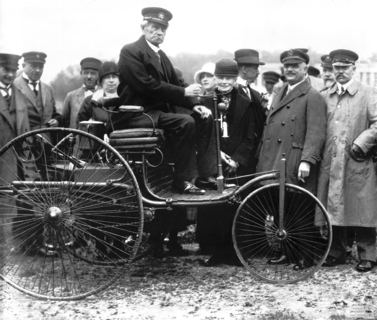 なんと100年前から存在した! ハイブリッド車と電気自動車がもつ「これからの」可能性とは