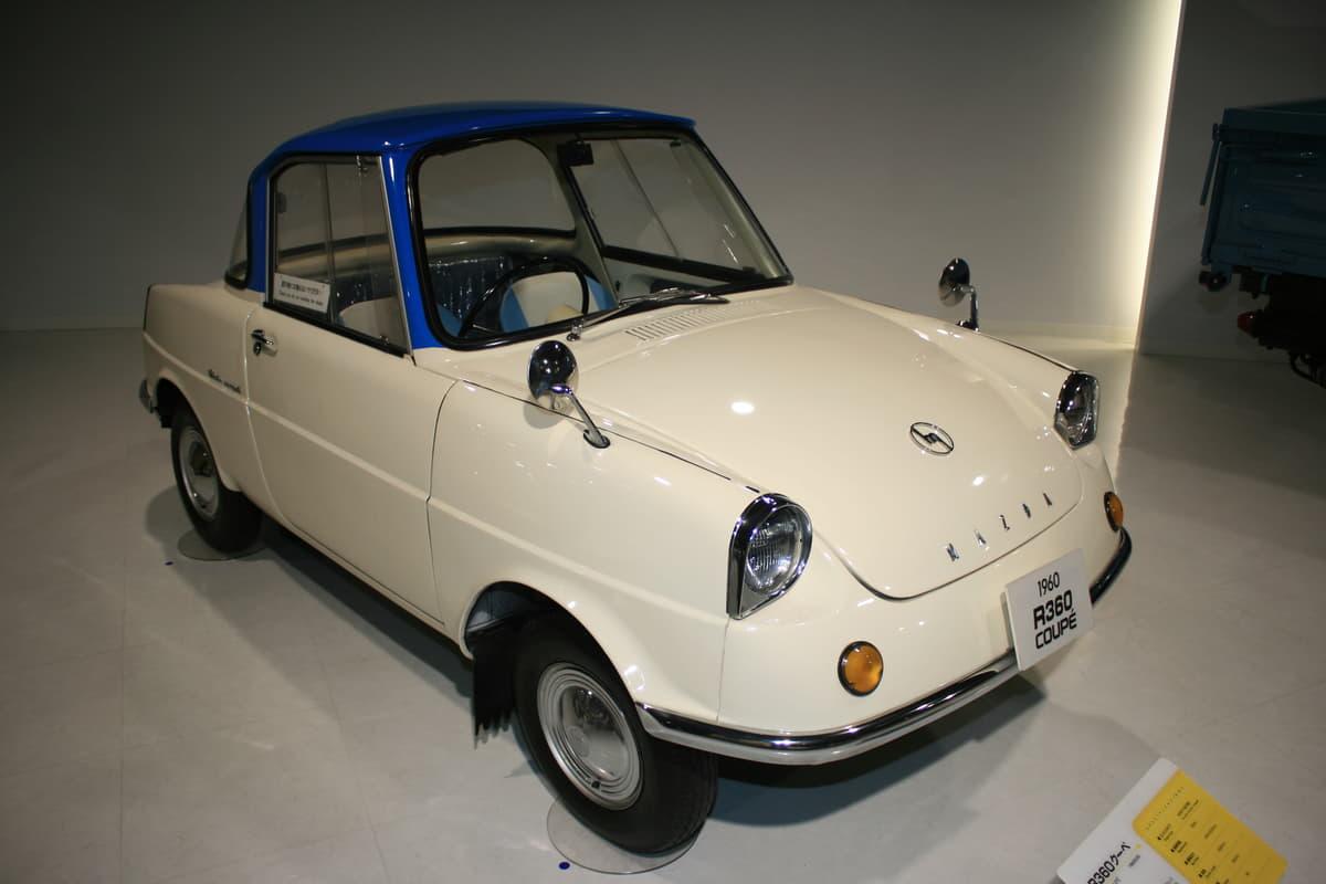 「立体ウサギ」に「大阪城」! 驚きの「エンブレム」を装着した国産旧車6選