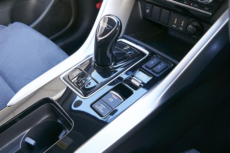 三菱エクリプスクロスPHEVはキャンパーも注目するハイブリッドの価格で買えるプラグインハイブリッド