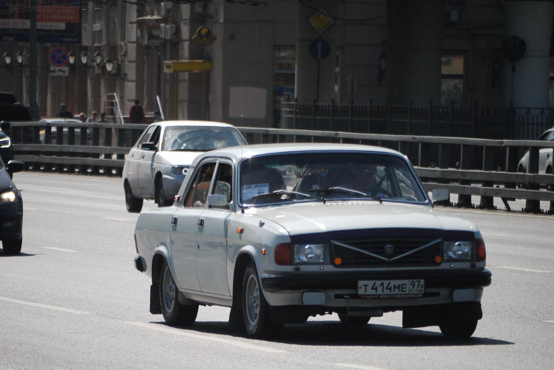 プーチン大統領が広告塔! ポルシェエンジンを積んだロシアの超高級車「アウルス セナート」が圧巻のデキだった