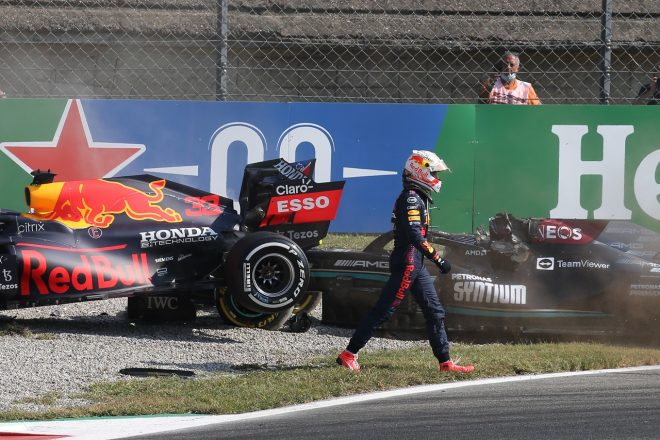 接触リタイアのフェルスタッペン「ペナルティには納得していない。あれはレーシングインシデント」/F1第14戦決勝