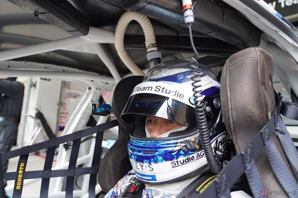 真夏でも快適!! レーシングドライバーの頭部を冷やす快適なシステムをバイクにも!? ~木下隆之の、またがっちゃいましたVol.105~