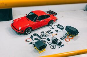 【価値を下げるかも】クラシックカーの電動化 本当に必要? ビジネスの将来性は