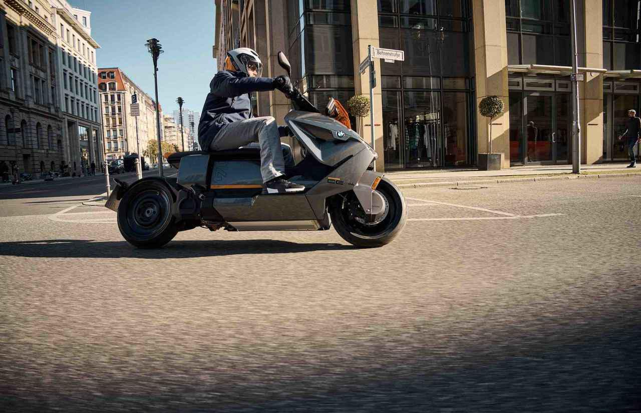 [動画] BMWの最新電動スクーター、CE 04が登場!! 現在メジャーブランドで1番ガチで電動化に取り組んでいるのは、BMWですね!!