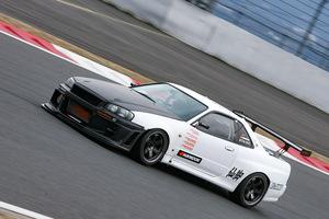 「かつての筑波名物GT-Rを富士で試す!」圧倒的な速さを見せつける超バランス仕様のBNR34