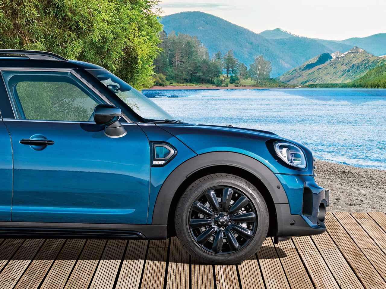 MINI クロスオーバーに特別なブルーをまとった200台限定の「ボードウオーク エディション」を設定