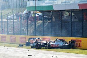 F1トスカーナGP:リスタート時の多重クラッシュについて審議の後、12人のドライバーに警告