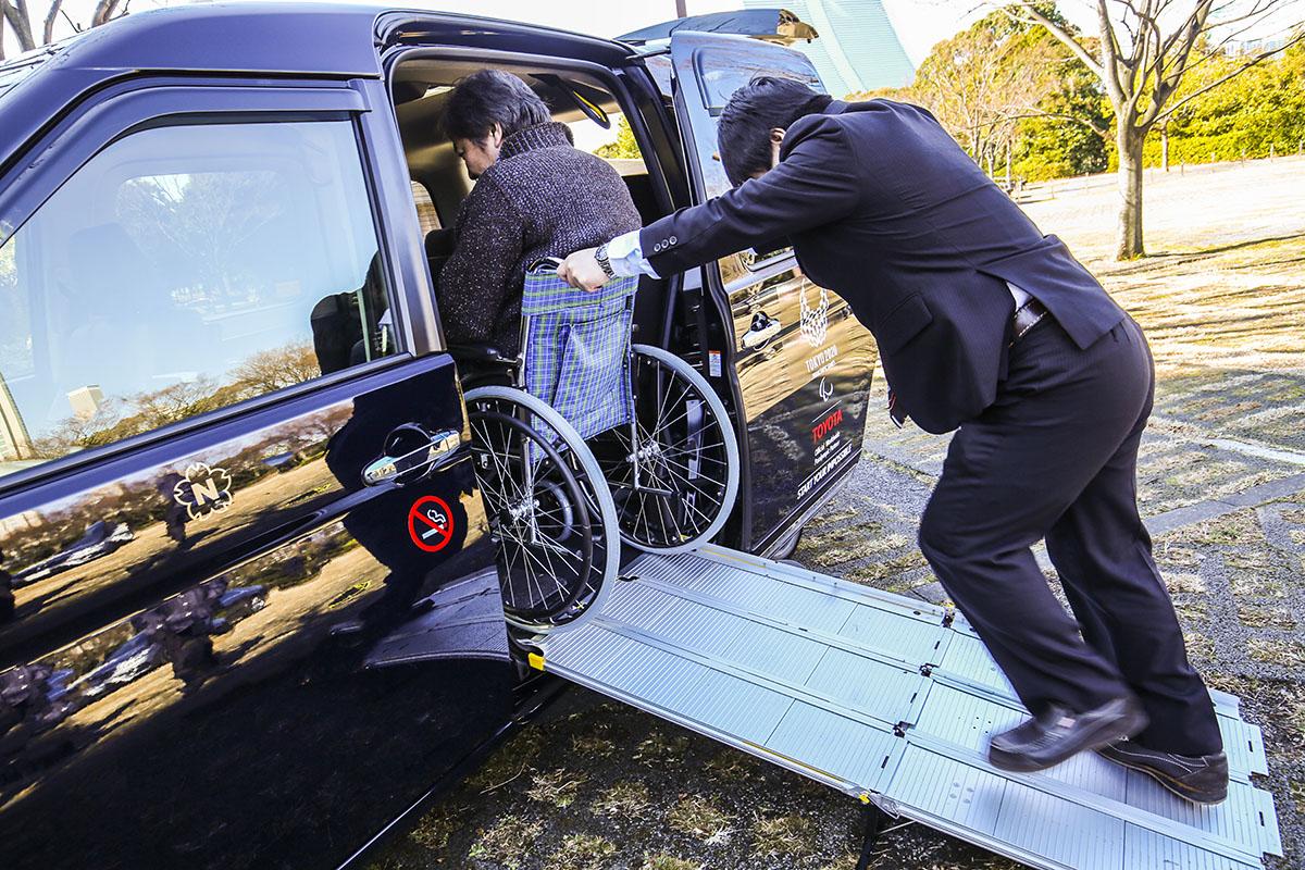 「福祉車両」なんて言葉は古い! 誰でも乗れるクルマを目指した「JPN TAXI」の「アッパレ改善」と「課題」