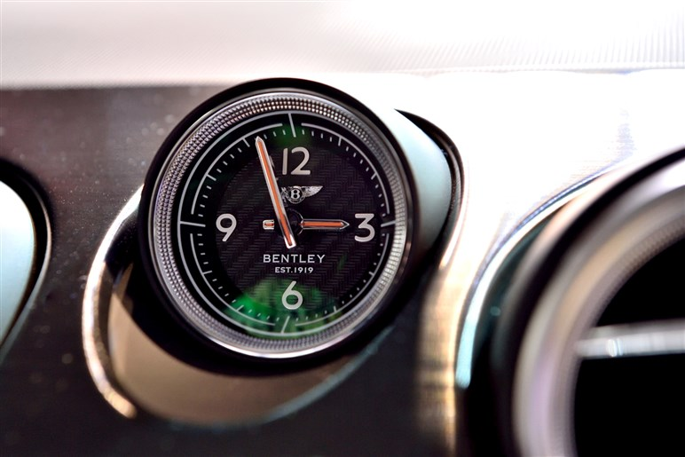 ベントレーのラグジュアリーSUV、ベンテイガを初披露。価格は2695万円