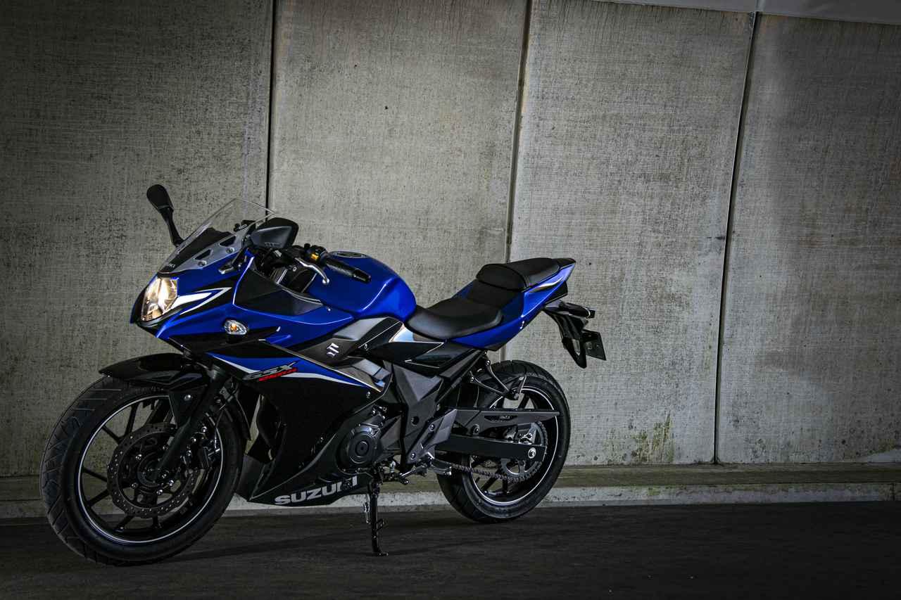 『GSX250R』の燃費や足つき性は? おすすめポイントや人気の装備、価格やスペックを解説します【スズキのバイク!の新車図鑑▶250cc編/SUZUKI GSX250R (2021)】