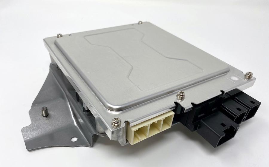 デンソーテン トヨタの先進運転支援システムアドバンスド・ドライブ」を支える冗長電源モジュールを開発