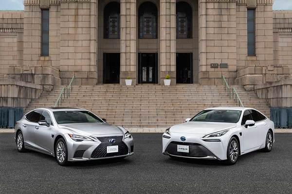 トヨタ「高速は手放し可」の高度運転支援機能発表 新型LS・MIRAIに搭載 その実力