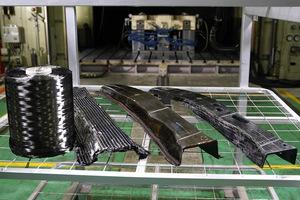 【動画解説】日産 軽量化のカギ CFRPカーボン材の高速量産化技術を開発