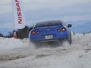【試乗】日産 フェアレディZ/GT-R/ノート e-POWER│思わずギリギリまで攻めたくなった! 低・中速域のコントロール性を雪上コースでテスト