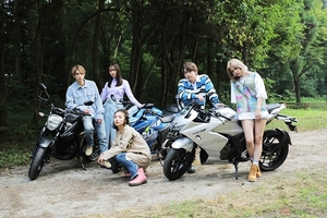 lol -エルオーエル-の新曲MVにスズキ「ジクサー」登場!一歩進むための応援ソング