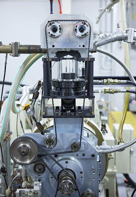 エンジンはこの先どうなるのか。脱炭素に向けて内燃機関の技術革新が進行中。日産理論と欧州の動き