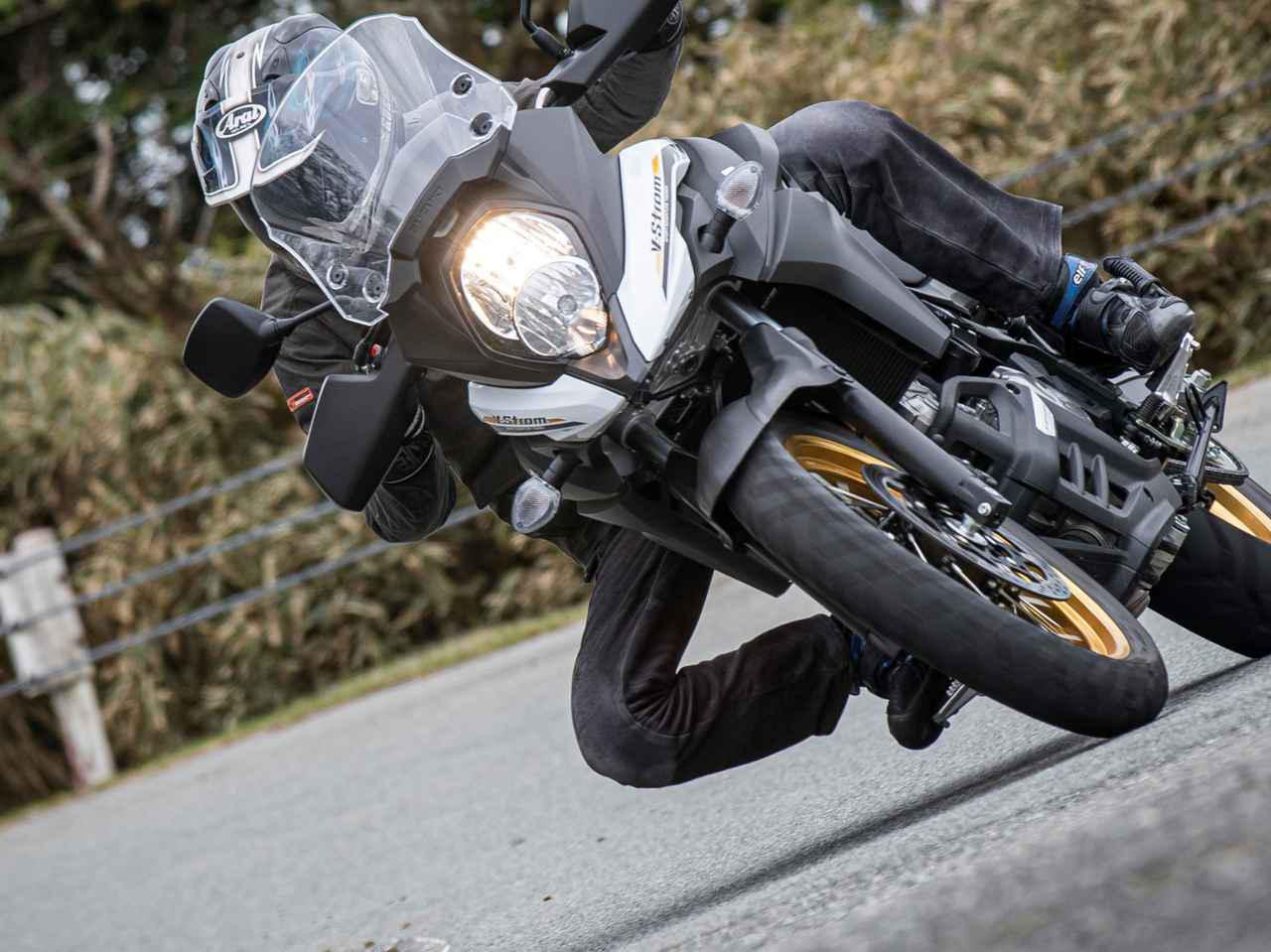バイクを寝かせることが怖くない! 穏やかさを逆手にとって『Vストローム650XT』でワインディングも全力投球!?【SUZUKI V-Strom650XT ツーリングインプレ/レビュー コーナリング編】