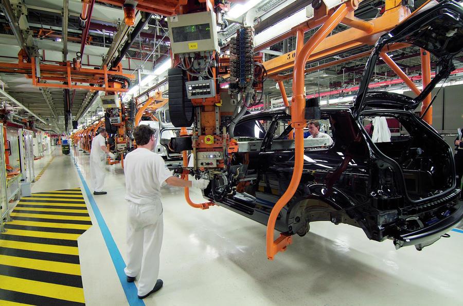 【影響いつまで続く?】アウディ、従業員1万人以上「時短」に 半導体不足で工場一時停止