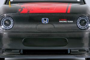 ドラッグレースを戦う電気自動車。ホンダeがベースの「e-DRAG」が完成